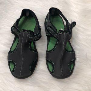 Boys gap water shoes